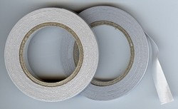 Dubbelzijdig tape ( Tissue tape )9mm breed ; 5 mtr lang